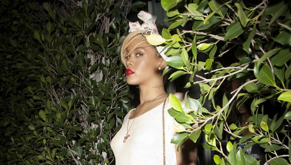 <strong>SKJULTE SEG:</strong> Rihanna og Ahston Kutcher skal ha forsøkt å skjule forholdet i åtte uker, men denne uken ble de avslørt da hun var på vei ut av hans hjem. Dette bildet er tatt tidligere på kvelden, før det var fotografene og ikke Rihanna som lurte i b Foto: Stella Pictures