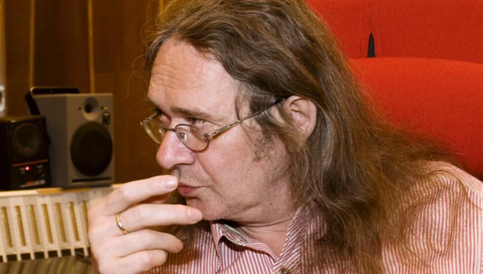 LEGGER INN HVITE DAGER: Forfatter Ingvar Ambjørnsen drikker fortsatt når han skriver, men har begynt å legge inn to hvite dager i uka.  Foto: SCANPIX
