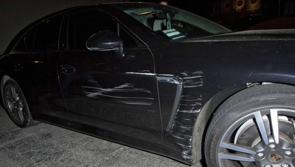 <strong>RIPER I LAKKEN:</strong> Det var lett å se merkene på Lindsay Lohans bil etter sammenstøtet utenfor en nattklubb i Los Angeles natt til onsdag. Foto: All Over