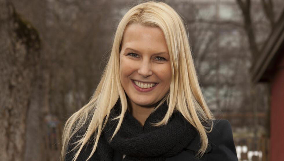 <strong>SYK:</strong> Vibeke Klemetsen elsker å være trebarnsmor, men etter fødselen har både hun og samboeren Thomas Weeden ligget utslått med både lungebetennelse og influensa. &#8211; Det har vært hardt, men babyen har det kjempebra, smiler den vakre 36-åringen Foto: Espen Solli/Se og Hør