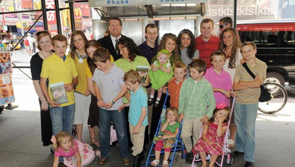 STOR FAMILIE: Familien Duggar består av Michelle og Jim Bob Duggar og deres 19 barn. Foto: All Over Press