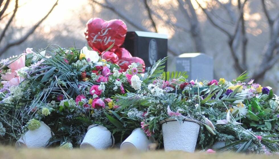 FRYKTER GRAVRØVERE: Whitney Houston er begravet med smykker for over 3 millioner kroner, og nå frykter familien at noen vil forsøke å plyndre graven.  Foto: All Over Press