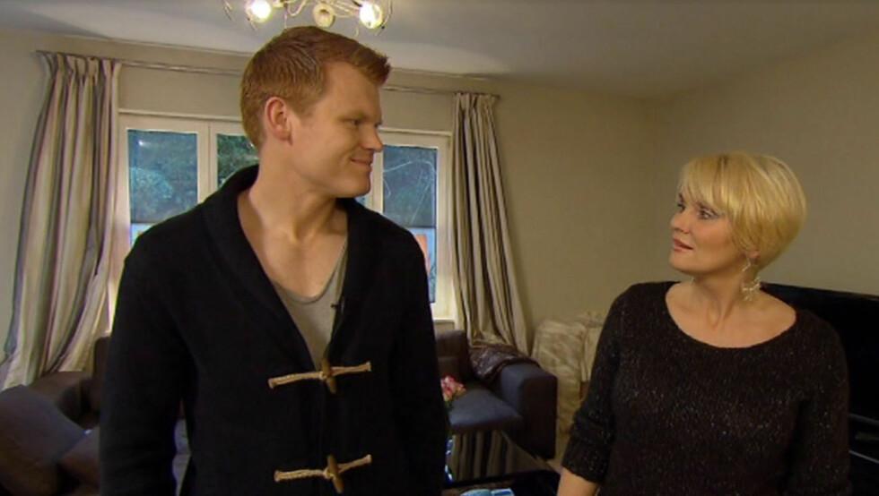 <strong>ÅPNER OPP:</strong> John Arne Riise åpner sitt hjem, kjøelskap og følelsesliv da programleder Mia Gundersen besøker ham i hans hjem i vest-London i TV3-programmet «Vis meg ditt kjøleskap». Foto: TV3