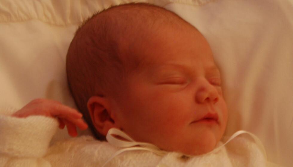 ESTELLE: Det svenske hoffet publiserte i dag bilder av kronprinsesse Victorias nyfødte datter Estelle. Foto: Kungahuset.se
