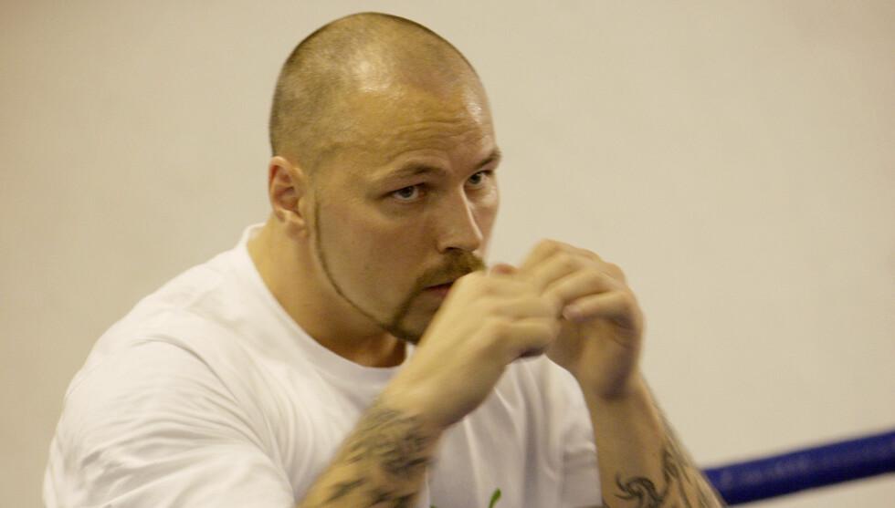 IKKE COMEBACK LIKEVEL: I september kunngjorde Hansvoll at han skulle gjøre comeback i bokseringen. Nå har en skade satt en stopper for det hele. Foto: SCANPIX