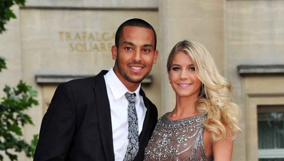 <strong>FORLOVET:</strong> Fotballstjenen Theo Walcott skal ha fridd til kjæresten Melanie Slade på nyttårsaften - og fått ja. Foto: All Over Press