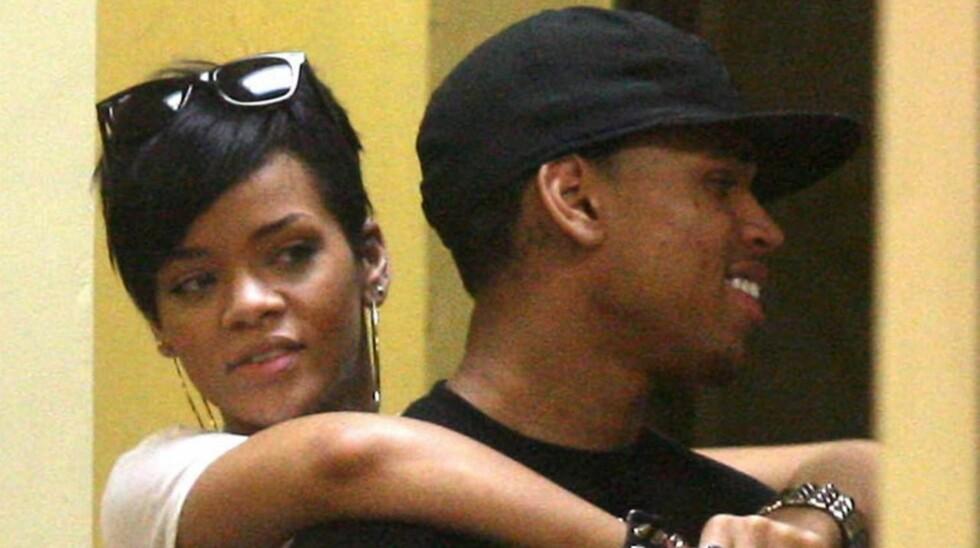SYNGER SAMMEN: Rihanna ser ut til å ha tilgitt eks-kjæresten Chris Brown som slo henne i 2009. Eks-paret synger sammen på sangen «Cake».  Foto: All Over Press