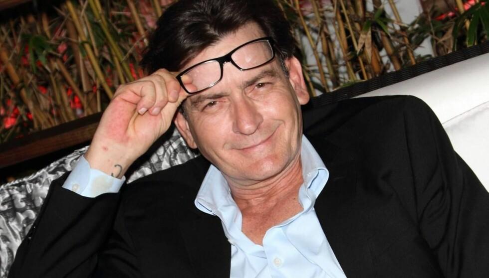 BEKLAGER: Charlie Sheen raste nylig mot «Two and a Half Men», men har trukket tilbake kommentarene om seriens nye hovedperson, Ashton Kucther.  Foto: All Over Press