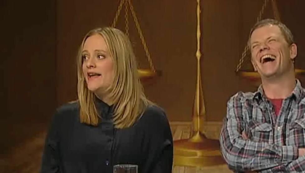 TILBAKE: Henriette Steenstrup stilte på samme lag som Are Kalvø i NRK-programmet «Brille» i sin første TV-opptreden siden fødselen i november i fjor. Foto: NRK