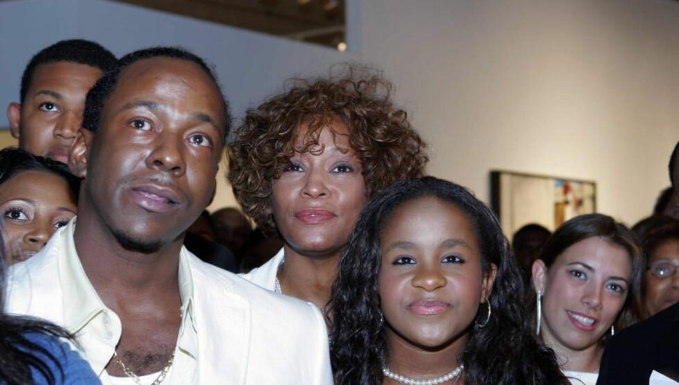 FÅR IKKE TREFFE DATTEREN: Whitney Houstons eks-mann Bobby Brown er ifølge TMZ. com rasende fordi han blir nektet å treffe deres datter Bobbi Kristina etter Whitneys død. Foto: All Over Press