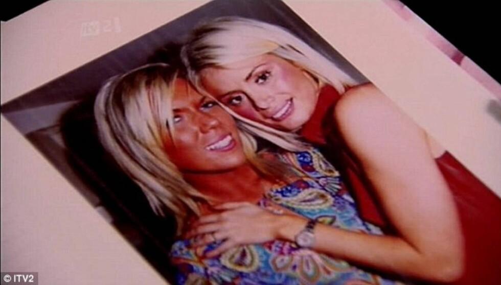 OVERRASKET SEERNE: I en ny episode av realityserien «The Only Way Is Essex» viste Chloe Sims (t.h) fram et ungdomsbilde av seg selv, hvor hun knapt er til å kjenne igjen. Til venstre hennes kusine Frankie Essex). Foto: ITV2