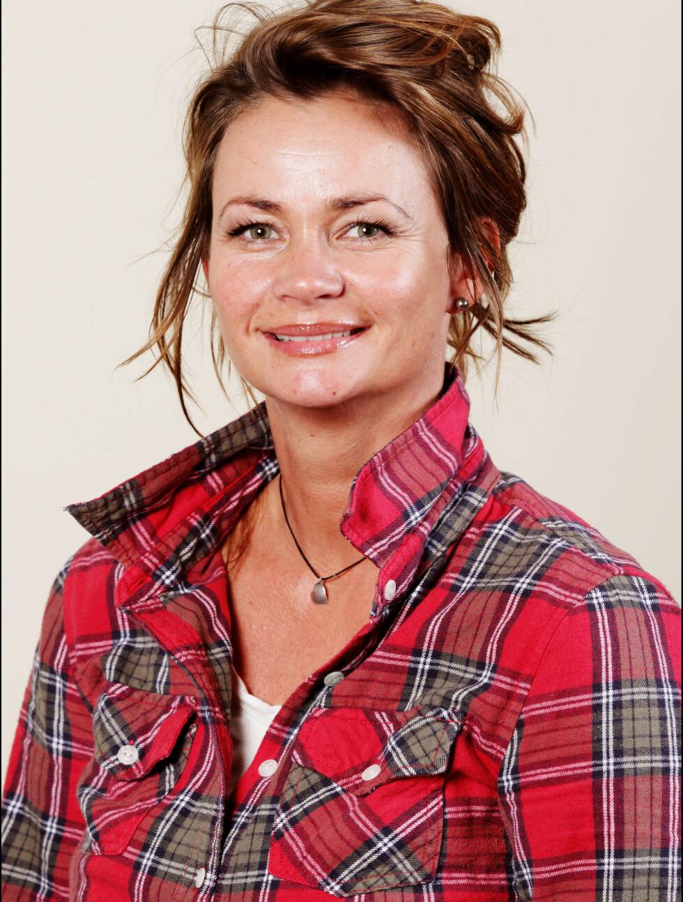 Navn: Elisabeth Nielsen Sted: Trondheim Alder: 38 Yrke: Prosjektkoordinator Sivilstatus: Singel, to barn Personlig eiendel: Lypsyl Foto: TV3
