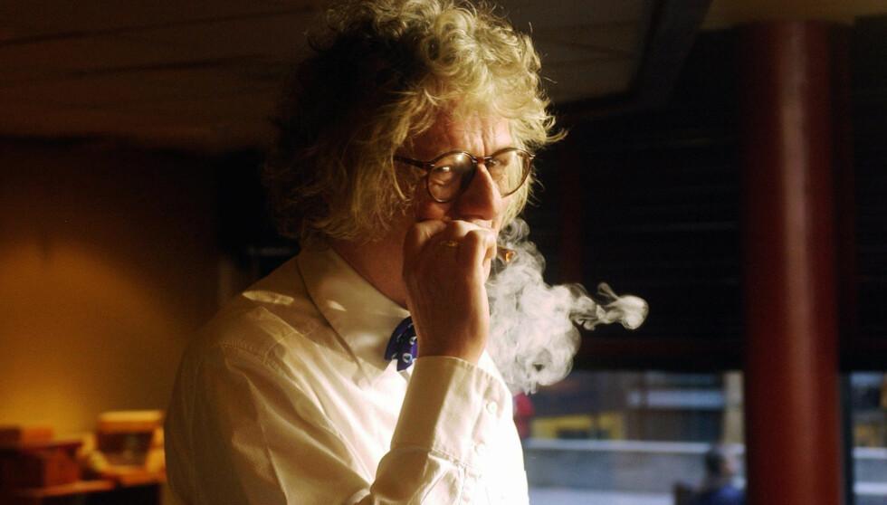 <strong>STORRØYKER:</strong> Per Inge Torkelsens sigarettforbruk gikk opp fra 30 til 60 om dagen, når han spilte inn scener til «Hotel Cæsar». Hans rollefigur blir å se på kanalen i mars. Foto: SCANPIX