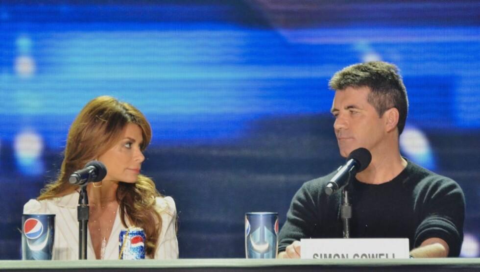 <strong>RASENDE:</strong> Paula Abdul skal være sint fordi meddommer og produsent Simon Cowell ikke kjemper for at hun skal få bli værende som dommer i «X Factor».  Foto: All Over Press