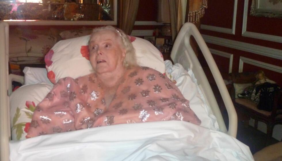 <strong>BLE 95:</strong> Den tidligere filmstjernen, Zsa Zsa Gabor, har blitt 95 år gammel. Det ble feiret - uten at hovedpersonen fikk være med. Her er hun avbildet i sykehussenga ved en tidligere anledning. Foto: All Over Press