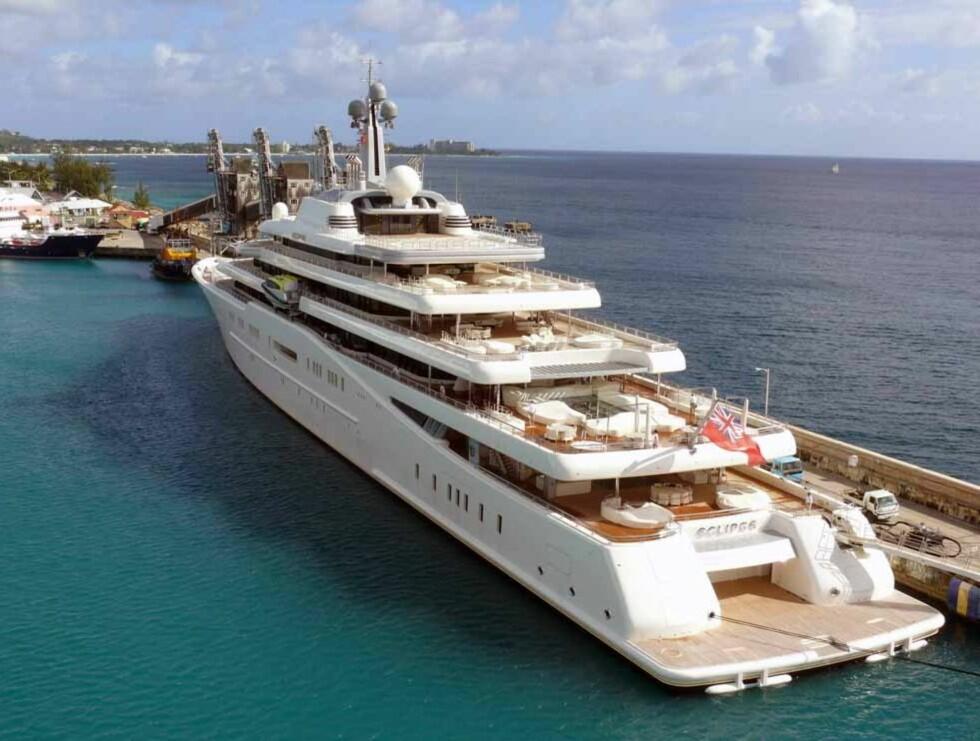 9 DEKK: Luksusbåten sett bakfra. Foto: Aker Yachts