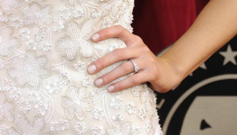 VAKKER: Den flotte forlovelsesringen skal ha en prislapp på 176.000 kroner Foto: All Over Press