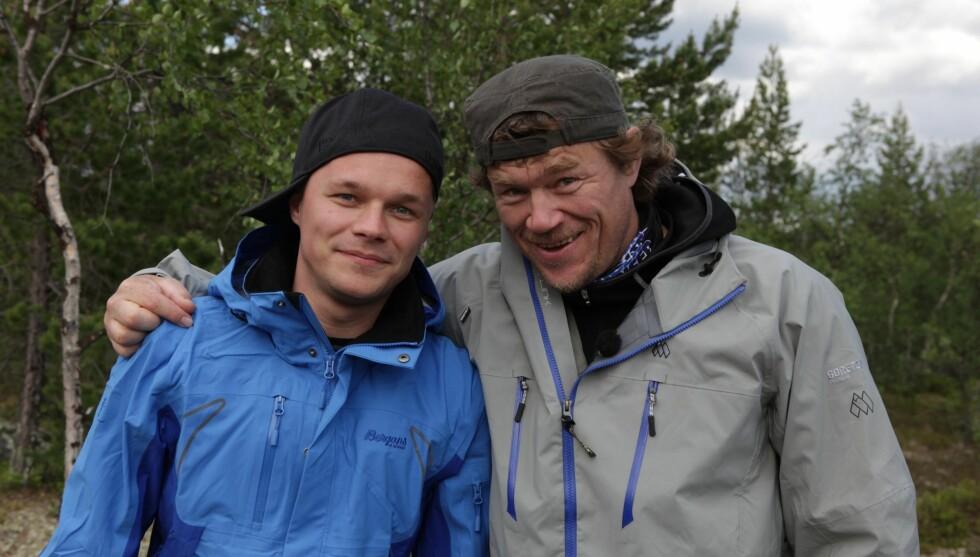 TUNG TUR: Einar Angelsen fikk en tung tur med Lars Monsen. Foto: Håvard Jenssen/Mastiff/NRK