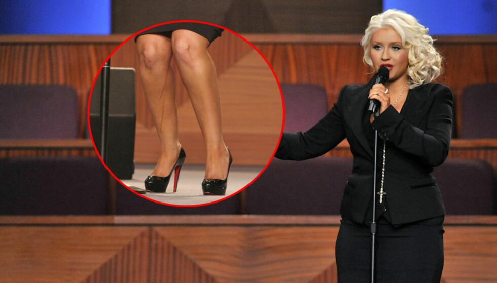 FEIL NUMMER TO: Da Aguilera stod på scenen kunne man se at selvbruningskremen rant nedover leggene hennes. Foto: All Over Press