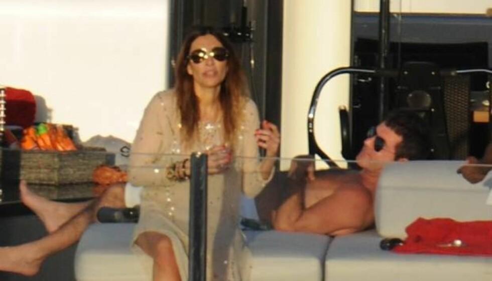 """SLUTT PÅ IDYLLEN: Alt så ut til å være bra mellom Simon Cowell og hans forlovede Mezhgan Hussainy da de tidligere denne måneden ferierte sammen på en yacht i det karibiske hav. Men nå bekrefter """"American Idol»-dommeren at forlovelsen er over Foto: All Over Press"""