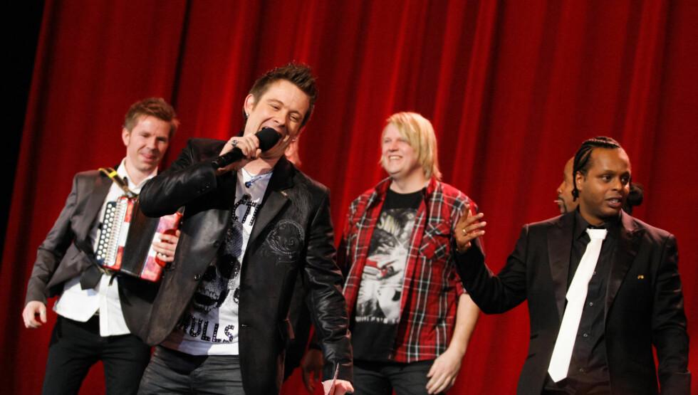 TABBE: Plumbo-vokalist Lars Erik Blokhus måtte legge seg langflat etter at han kalte Madcon-gutta «mokkamann» under «Spellemann»-utdelingen lørdag kveld.  Foto: Stella Pictures