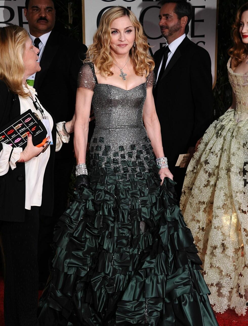 SORT OG GRØNN: Popstjernen Madonna ankom den røde løperen i en sort og grønn kjole med dyp kløft.  Foto: Stella Pictures