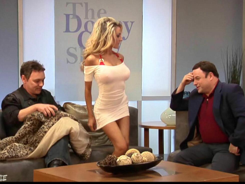 <strong>TALKSHOW:</strong> Courtney Stodden og ektemannen gjester «The Donny Clay Show». Foto: Stella Pictures