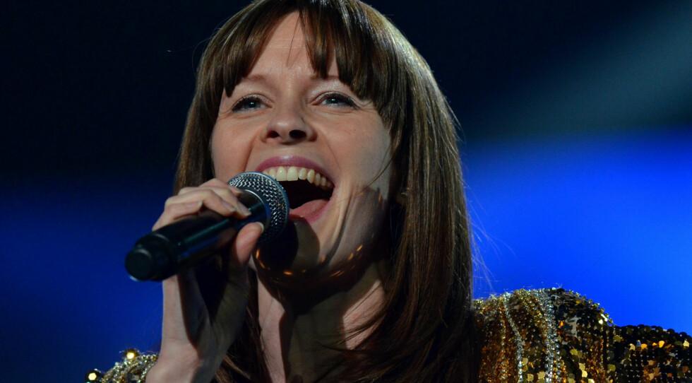 UTE ETTER TABBE?: Lisa Stokke var femte artist ut, men ble presentert som nummer 6 av programleder Marte Stokstad. Foto: Scanpix