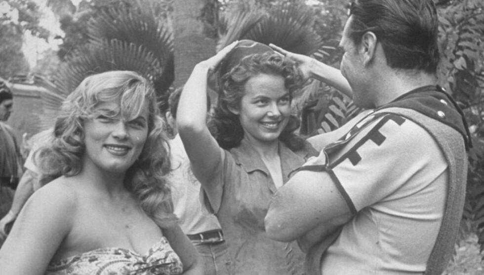 HOT: Denise Darcel (t.v) og skuespillerkollega Vanessa Brown spilte i filmen Tarzan & the Slave Girl i 1949. Etter dette fikk verden virkelig øynene opp for den talentfulle damen. Foto: All Over Press