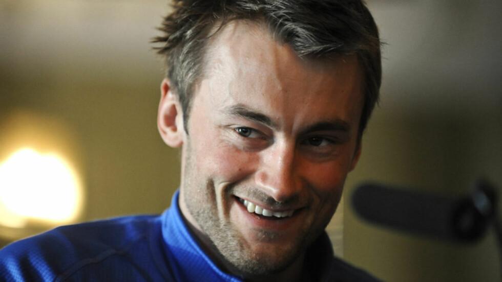 GRUNN TIL SMILE: Petter Northug ligger fortsatt an til å kunne vinne Tour de Ski. Dessuten kan Se og Hør avsløre at han har fått seg en svært nær venninne i vakre Aylar Lie. Foto: NTB Scanpix