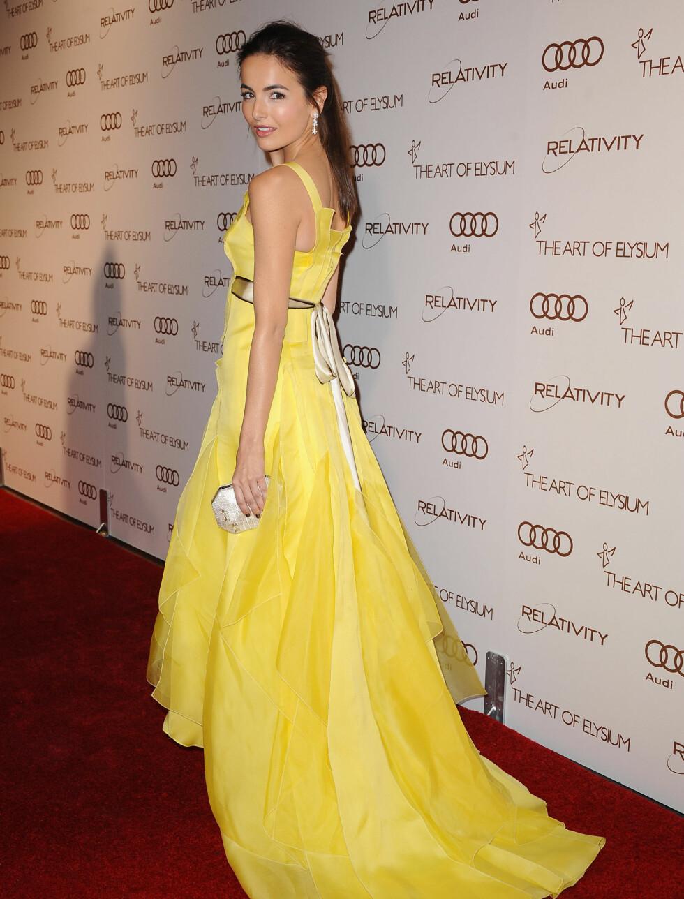 SOLSTRÅLE: Camilla Belle (25) så ut som en solstråle da hun ankom gallaen i en Carolina Herrera-kjole.  Foto: Stella Pictures