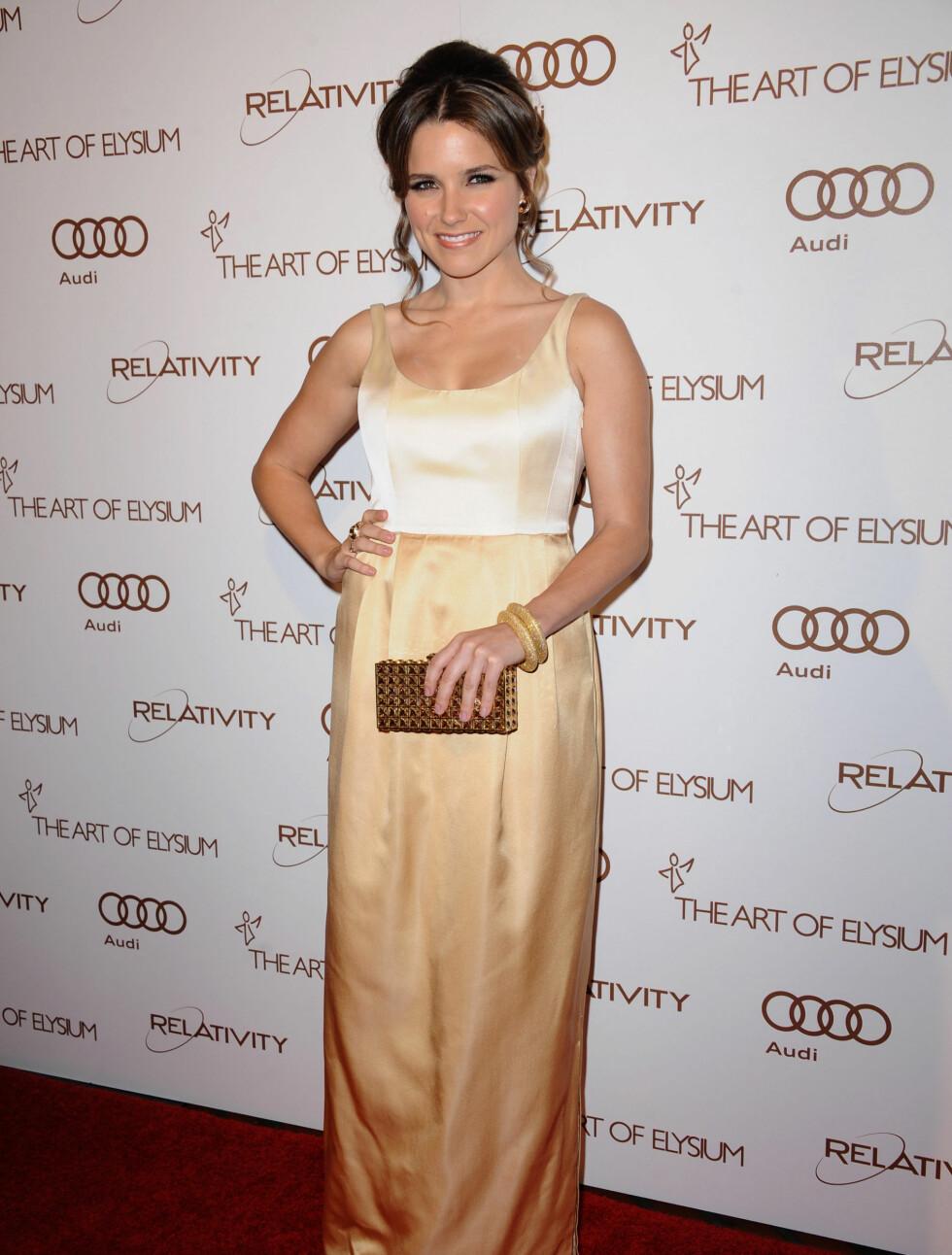 GULL: Sophia Bush (29) stilte i en kjole fra designeren Chris Benz. Foto: Stella Pictures