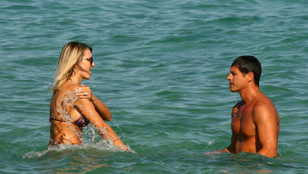 STRANDKOS: Ifølge EzineMark.com skal Rita Rusics kjæreste være bare halvparten så gammel som henne. Foto: Stella pictures