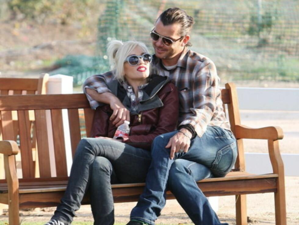 FORELSKET: Gwen Stefani og Gavin Rossdale stortrives i selskapet til hverandre og sønnene Zuma og Kingston. Foto: Stella Pictures