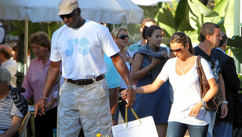 MANN OG KONE: Michael Jordan og Yvette Prieto gifter seg. Her fra da de to var på romantisk ferie i Monaco for noen år siden. Foto: Stella Pictures
