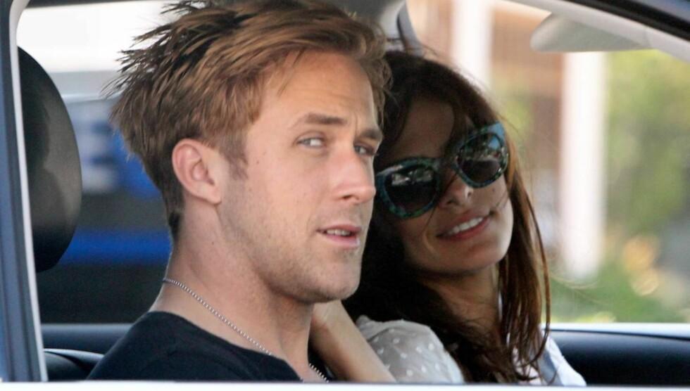 STORMFORELSKET: Ryan Gosling er svært betatt av kjæresten Eva Mendes og er sammen med henne så ofte han kan.  Foto: Jack Blanco/x17online