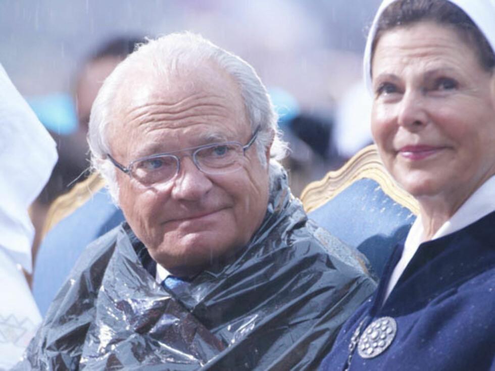 I HARDT VÆR: Skandalene i kjølvannet av boken ««Carl XVI Gustaf - den motvillige monarken» har forfulgt svenskekongen som et mareritt et helt år. Nå beskyldes han blant annet for å ha løyet om sitt kjennskap til sin venns kontakt med kriminelle. Foto: Stella Pictures