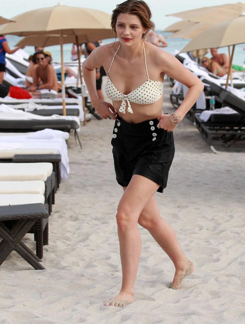 STRÅLER: Mischa Barton minner igjen om jenta som ble verdensberømt i rollen som Marissa Cooper i TV-serien «The O.C.». Foto: All Over Press