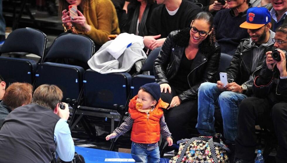 <strong>OMSVERMET:</strong> Lille Egypt fikk mamma Alicia Keys og pappa Swizz Beatz til å smile da han poserte for fotografene i Madison Square Garden.  Foto: All Over Press