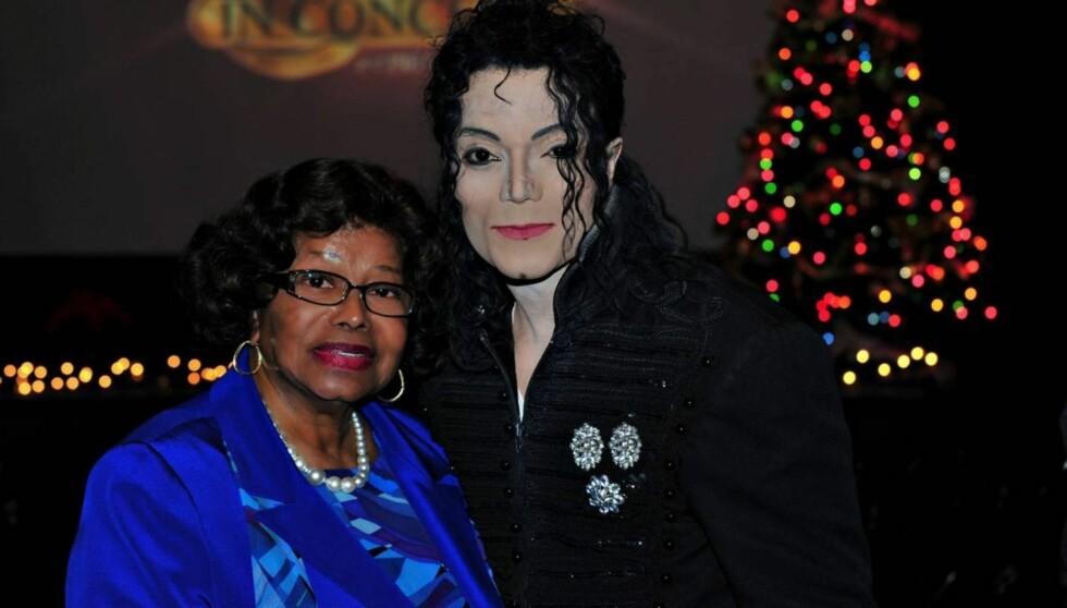 JACKSON-KOPI: Katherine Jackson så uberørt ut da hun møtte sin avdøde sønns dobbelgjenger i Las Vegas.  Foto: All Over Press