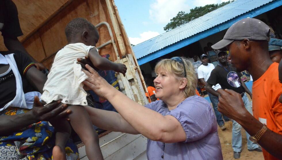 <strong>STERKT:</strong> For Erna Solberg ble det en sterk opplevelse å møte barna i flyktningeleiren i Liberia.