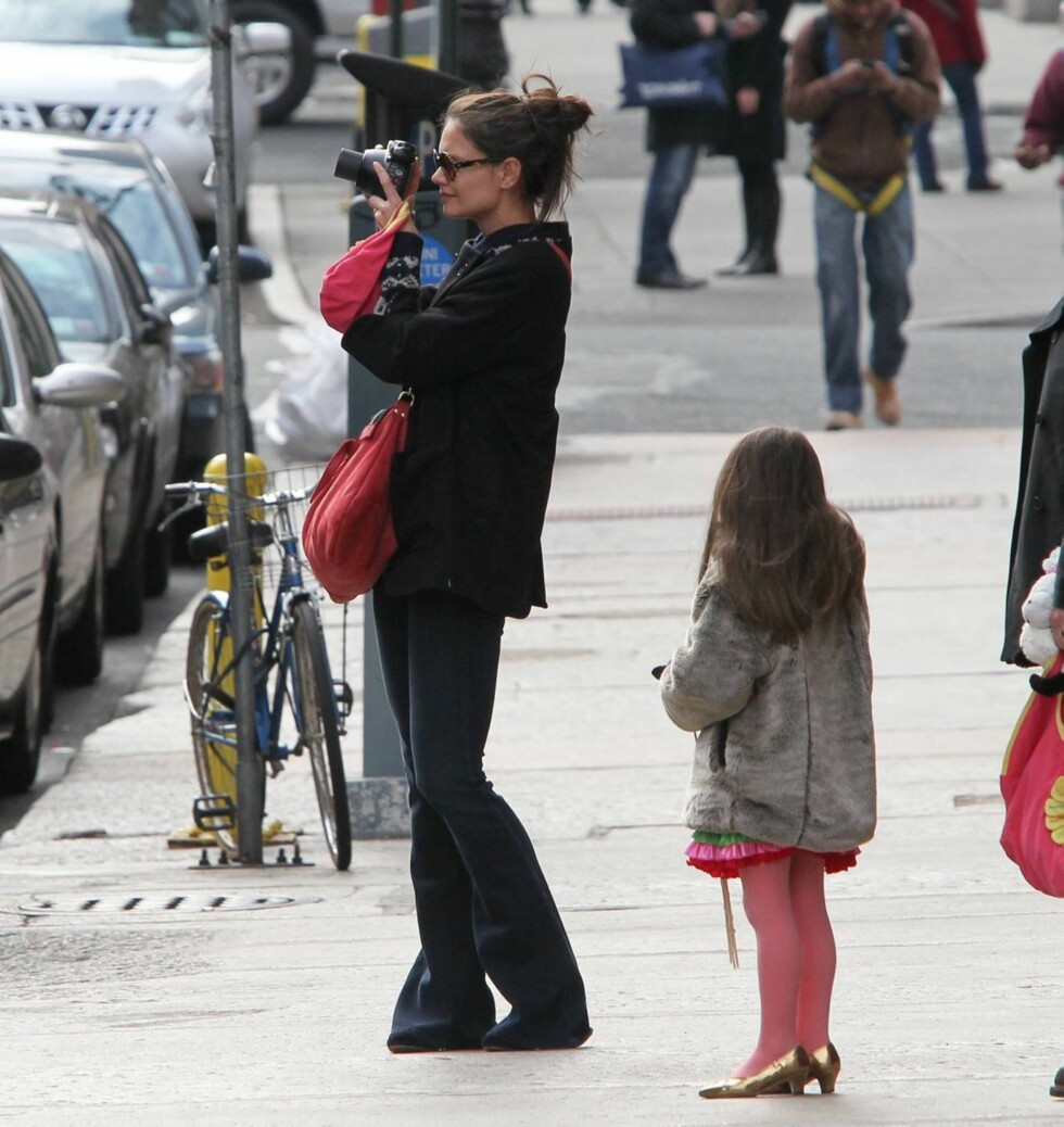 BYFOTO: Den lille fashionistaen lurte nok på hva mamma tok bilde av. Foto: All Over Press