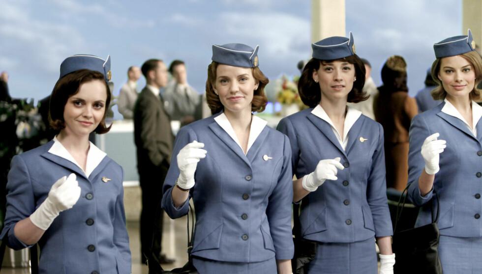 <strong>FLYVERTINNE:</strong> Christina Ricci (til venstre) spiller for tiden i TV3-serien «Pan Am», hvor hun flyr verden rundt i rollen som 1960-tallsflyvertinnen Maggie. Foto: TV3
