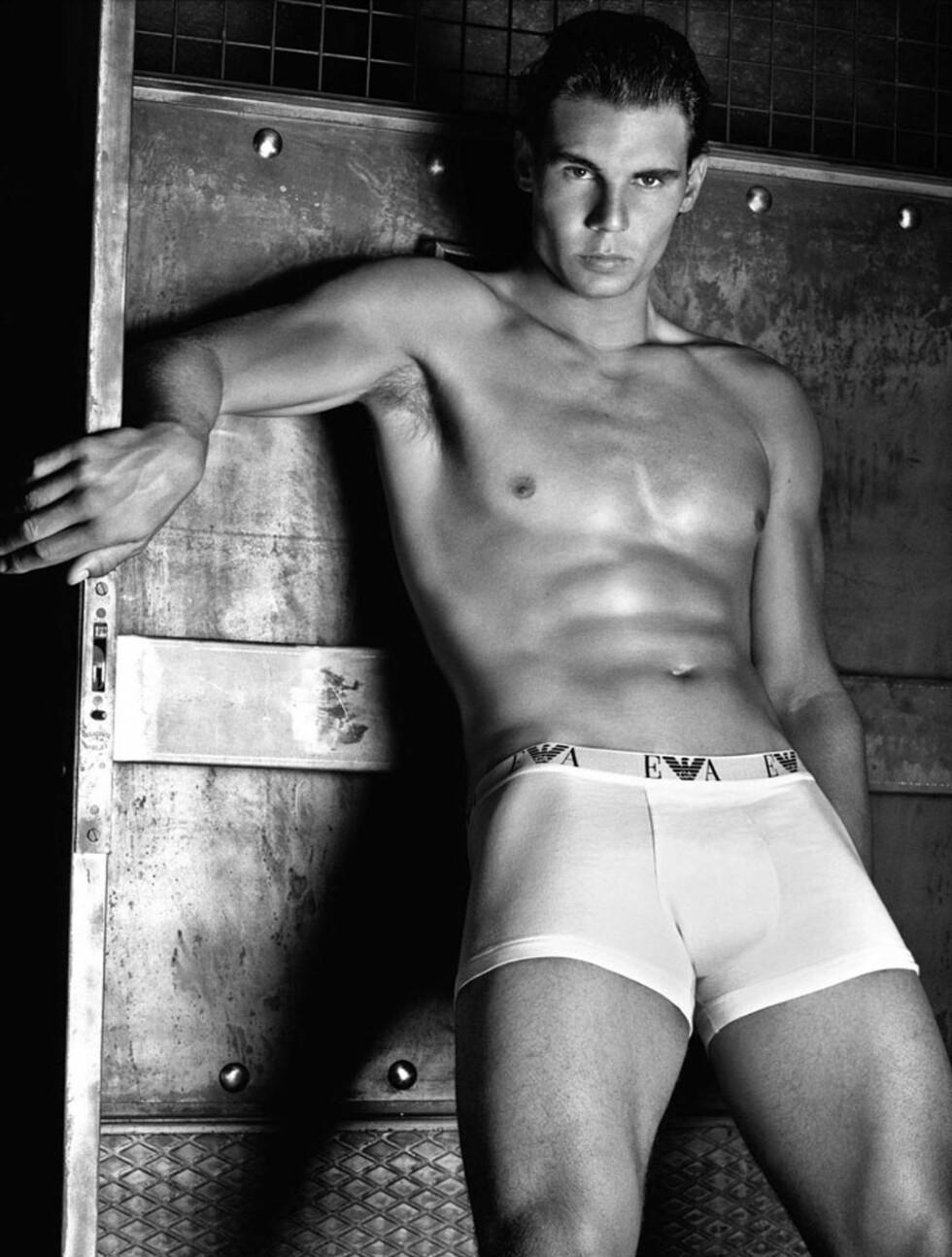 <strong>TENNISSPILLER:</strong> Den spanske tennisspilleren Rafael Nadal (25) vet hvordan han skal vise fram en Armani-boxer fra sin beste side.  Foto: Stella Pictures