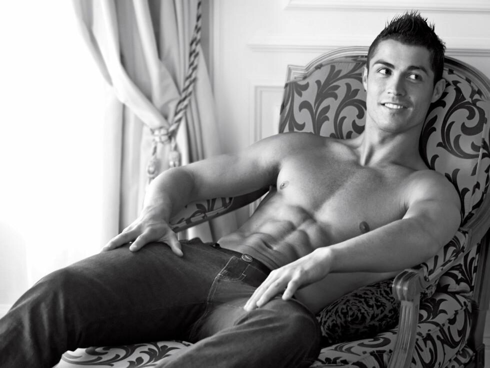 <strong>HUNK:</strong> Den portugisiske fotballspilleren Cristiano Ronaldo (26) har ikke uten grunn gjort modelloppdrag for selveste Armani. Foto: Stella Pictures