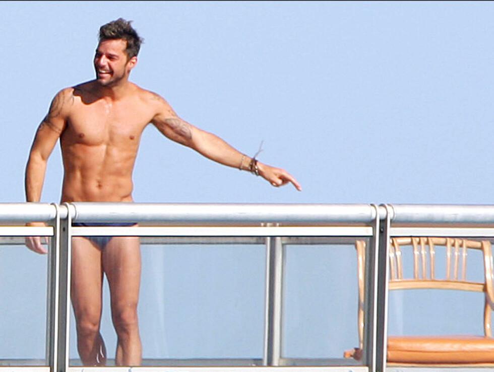 <strong>IKON:</strong> Tobarnsfar Ricky Martin (39) er kjent for sin veldreide kropp. Foto: Stella Pictures
