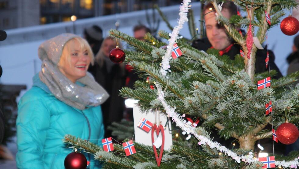 <strong>JULESTEMT:</strong> Onsdag var Mia Gundersen i juryen da Nordens beste juletrepynter skulle kåres. Hun ser frem til jul sammen med familien i Sverige.  Foto: Lina Hekkli/Seher.no