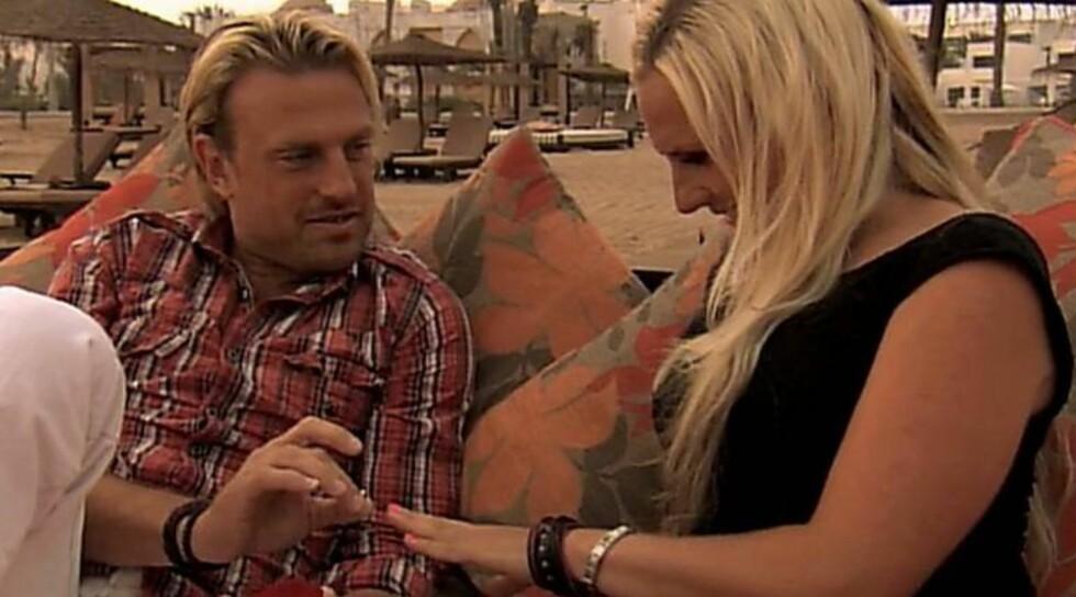 """BONDEROMANSE: Den svenske bonden Pär-Ola Nyström (37) fikk """"ja"""" fra sin frier Louise Löfgren. I morgen drar paret på bryllupsreise. Foto: TV 4"""