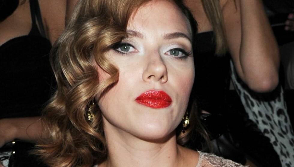 SKEPTISK: Scarlett Johansson skjønner ikke hva folk skal med sosiale medier til privat bruk. Foto: All Over Press