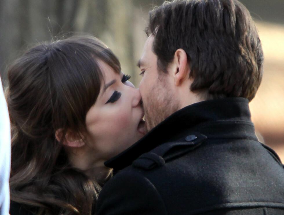 <strong>KYSS:</strong> Det så hett ut mellom de to skuespillerene Jason Bateman og Olivia Wilde.  Foto: Stella Pictures